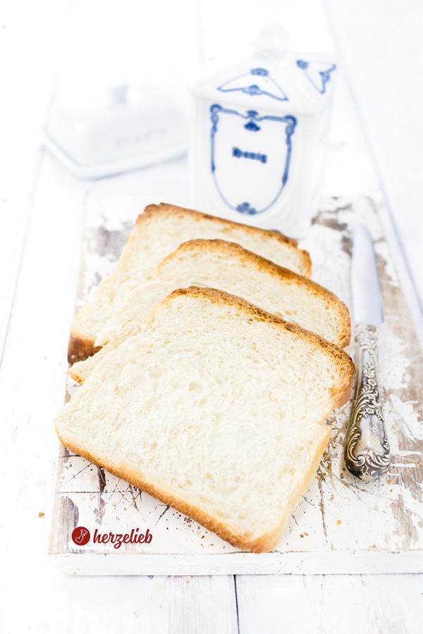 Sandwichbrot von herzelieb in Scheiben geschnitten