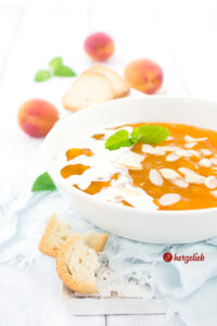 Selbstgemachte Aprikosengrütze oder gelbe Grütze wie von Oma Rezept von herzelieb