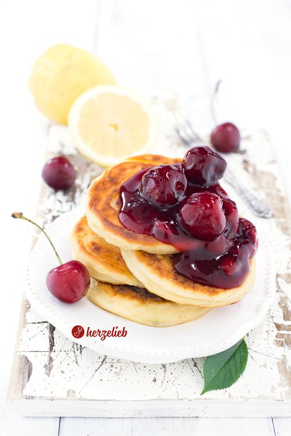 Quarkfrikadellen oder Quarkpfannkuchen Rezept von herzelieb mit Kirschgrütze