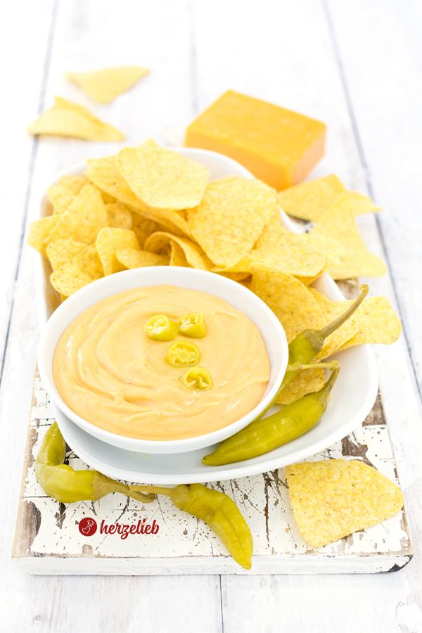 Schneller Käse Dip mit Cheddar von herzelieb