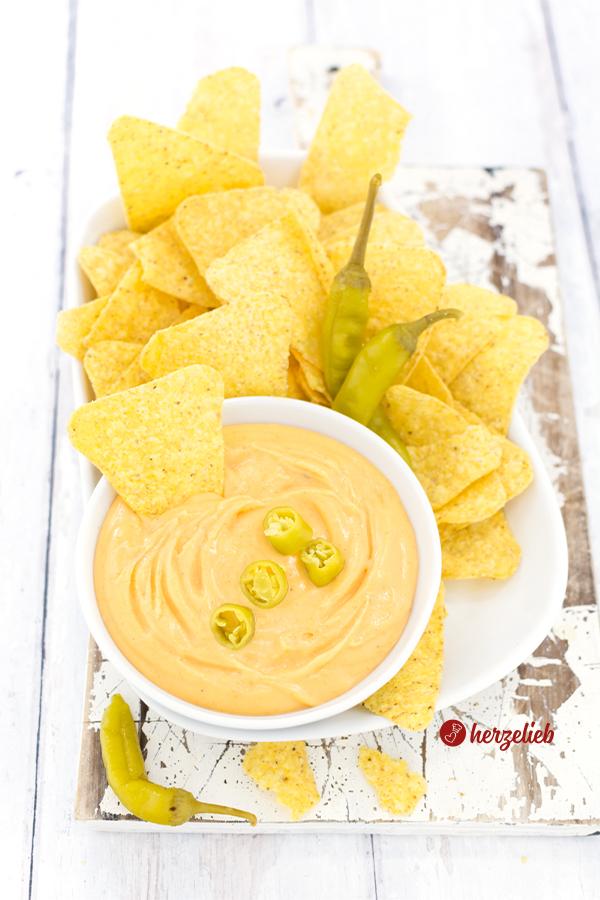 Schneller Käse Dip Cheddar von herzelieb