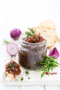 Zwiebelmarmelade oder Zwiebelkonfitüre Rezept von herzelieb
