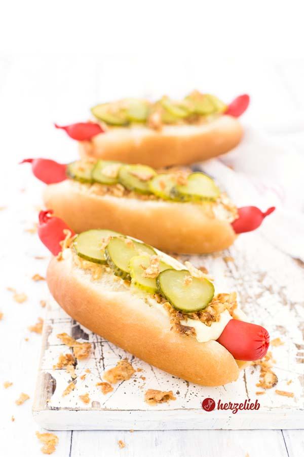 Hot Dog Brötchen selbstgemacht als fertiges Hot Dog