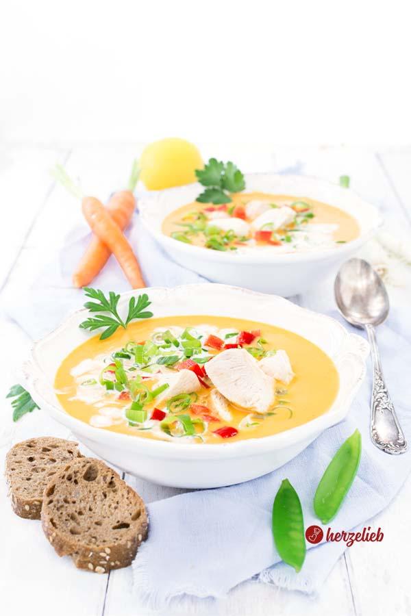 Dänische Karrysuppe Rezept vom Foodblog herzelieb mit Kokosmilch, Hühnerfleisch und viel Gemüse