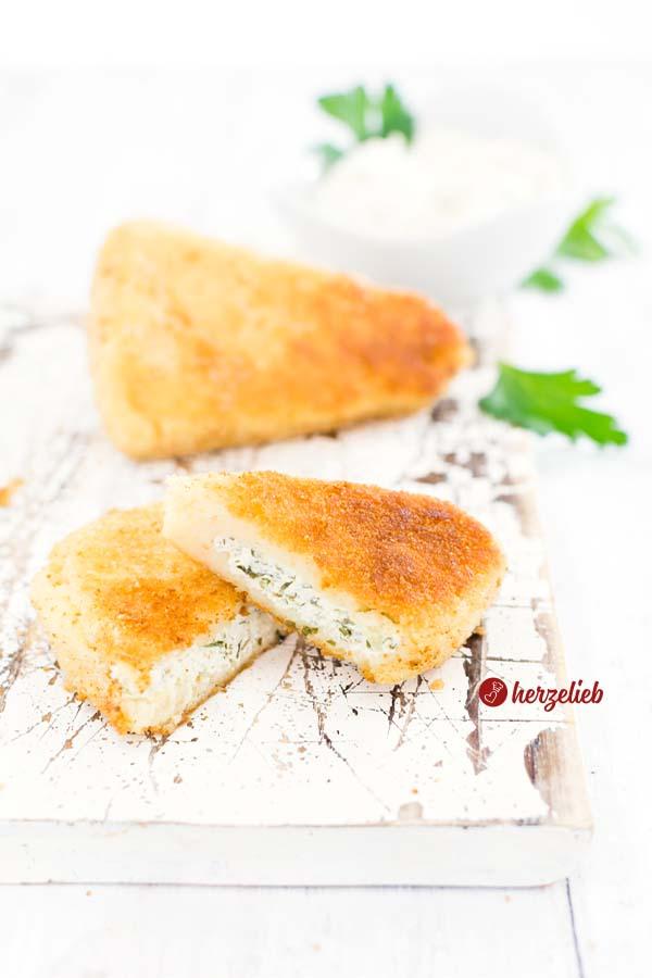 Frischkäse Kartoffelecken von herzelieb. goldbraun gebacken mit einer Füllung aus Kräuter-Frischkäse