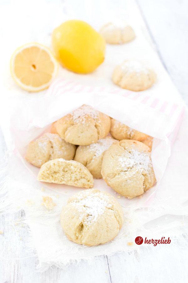 Zitronenmoppies, Zitronenplätzchen oder Zitronenkekse Rezept von herzelieb