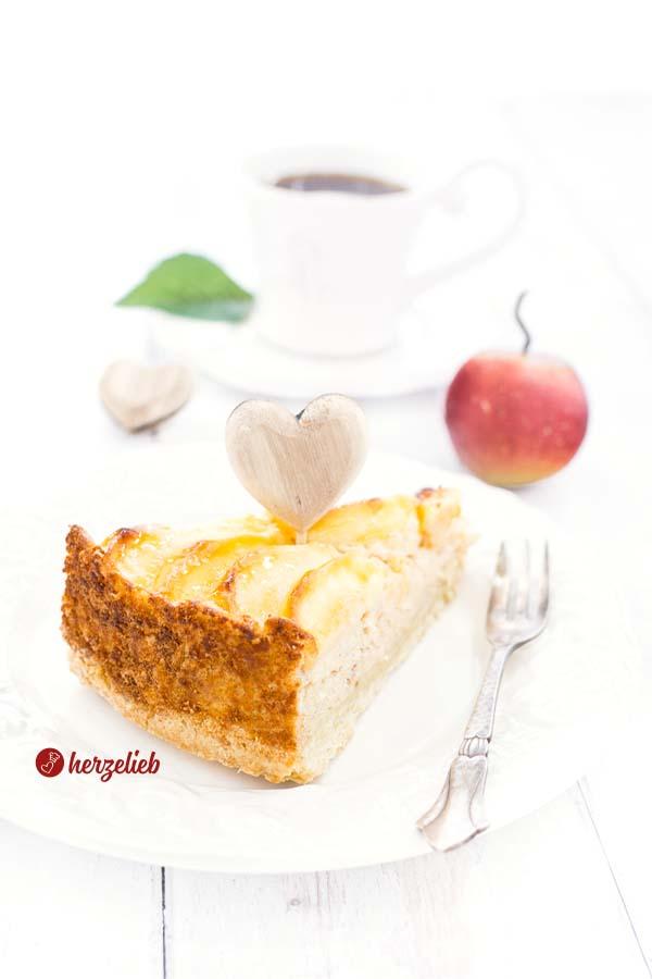Schwedischer Apfelkuchen mit Marzipan