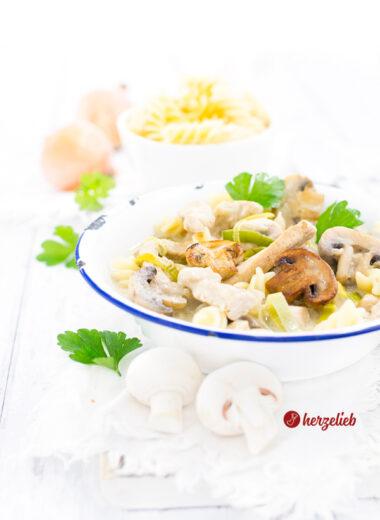 Senf-Putentopf mit Champignons und Nudeln