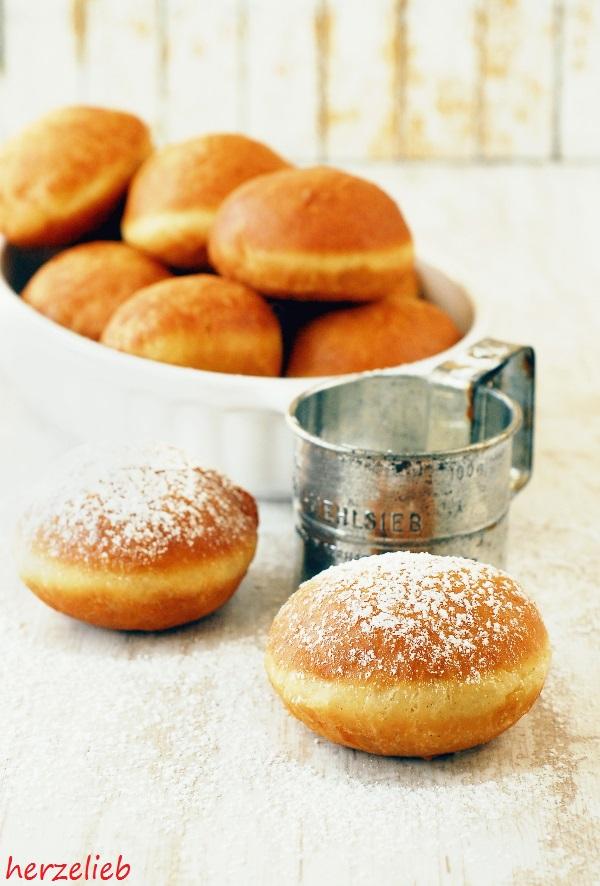berliner rezept so backst du einfach kreppel krapfen pfannkuchen. Black Bedroom Furniture Sets. Home Design Ideas