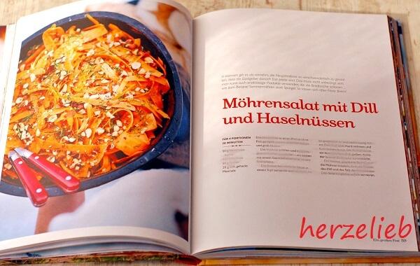 Möhrensalat mit Dill und Haselnüssen. Blogger schenken Lesefreude auf herzelieb