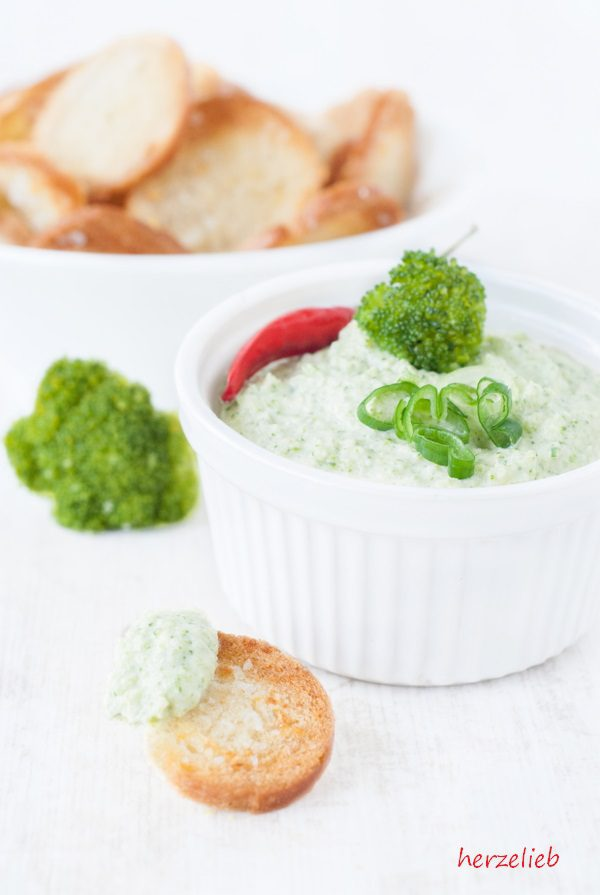 Rezept für Brocomole, eine kalorienarme Variante zur Guacomole.