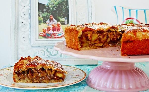 Gedeckter Apfelkuchen - Cinnamon and Coriander zu Gast auf herzelieb