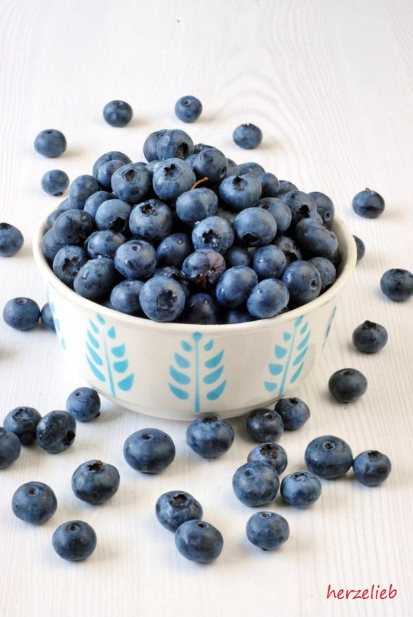 Blaubeeren - wer Grießbrei selber kochen will, sollte sie mal dazu probieren