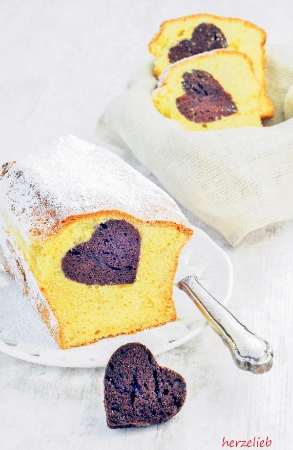 Ein Herzkuchen ist eine tolle Überraschung zum Muttertag oder zum Geburtstag!