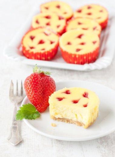 Käsekuchen-Muffins sind nach diesem Rezept schnell gebacken!