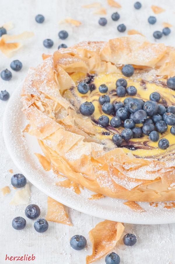 Käsekuchen Rezept – Kuchen mit Quark und Blaubeeren im Filoteig