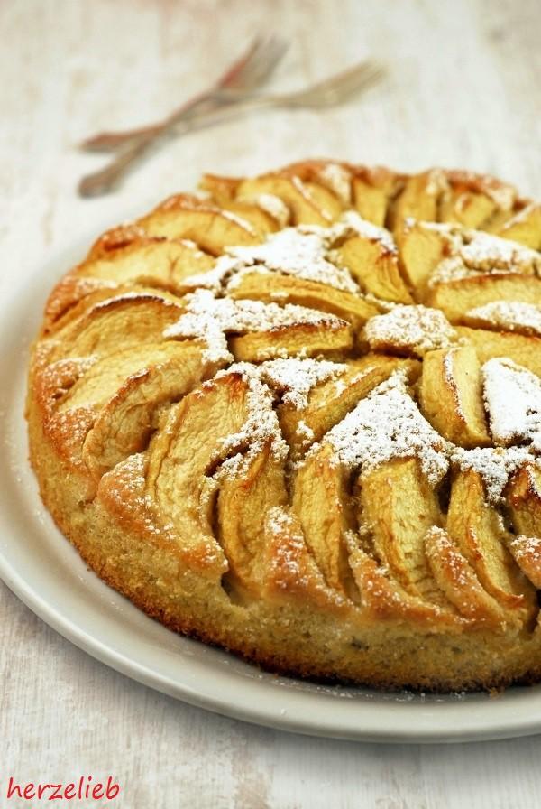 Kartoffelkuchen mit Äpfeln, ein einfaches Rezept. Hauptzutat: rohe Kartoffeln