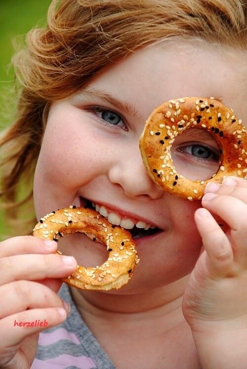Knäckebrotkringel, ideal zum Grillen und Snacken. Ein kinderleichtes Rezept