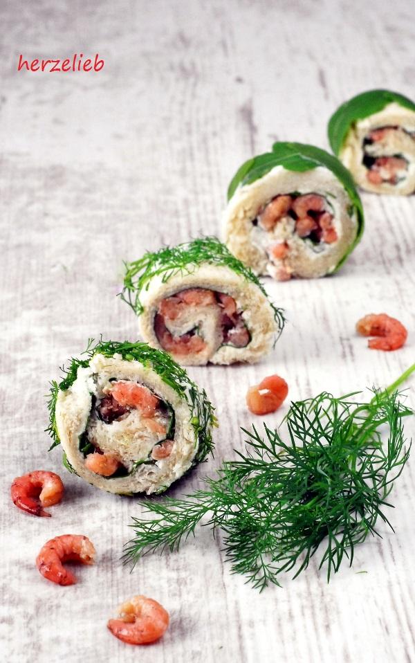 Krabbenbrot Sushi - hübsch auf dem Teller. Das Rezept ist für Norfreid