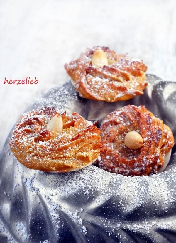 Marzipinis sind ganz besondere Weihnachtskekse. Plätzchen mit Marzipan, feiner Orangennote und einem Haus Zimt - Weihnachten kann kommen!