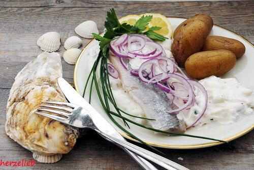 Matjes nach Hausfrauenart ist ein Klassiker an der Nordseeküste