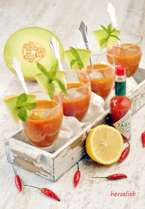 Melonen Gazpacho nach diesem Rezept ist kinderleicht selber zu machen