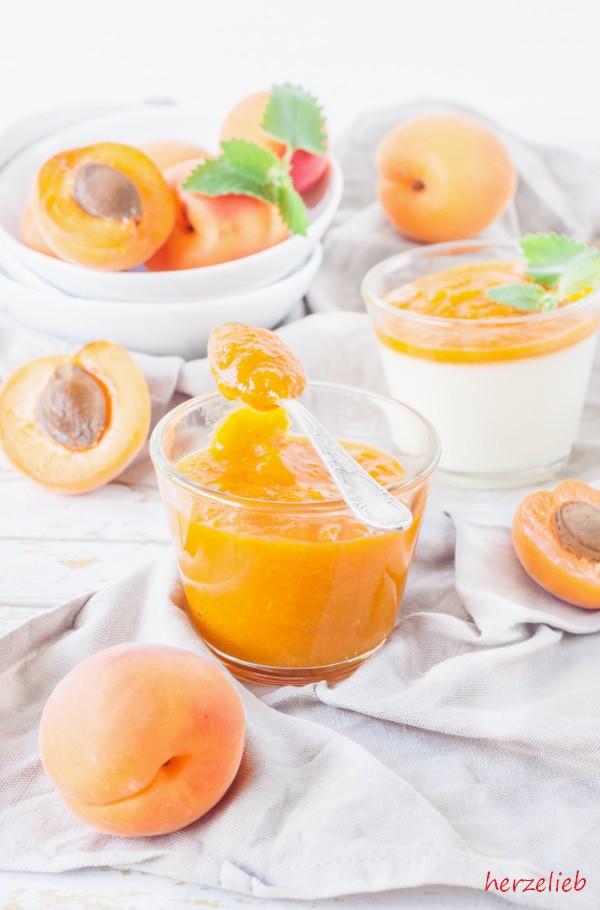 Aprikosenmus für das Rezept für die Panna Cotta