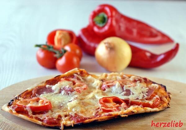 Pizza vom Grill - das Rezept bei herzelieb
