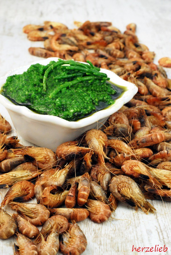 Queller Pesto schmeckt fantastisch mit Krabben.
