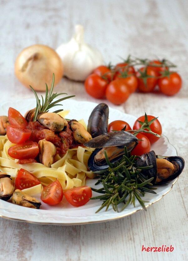 Miesmuscheln in Tomatensoße - das Reezept zum Warmwerden