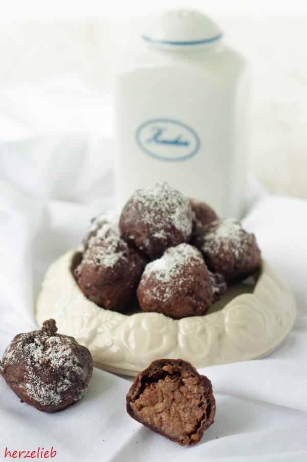 Milchreis-Schoko-Rumkugeln - umhüllt von Malzbierteig kann man Milchreis jetzt auch aus der Hand essen.