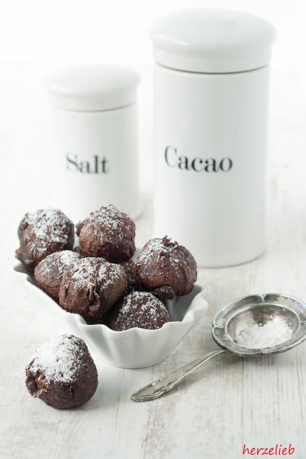Rezept für Milchreis-Rumkugeln - Schokoladen-Milchreis in einer Hülle aus Malzbierteig.