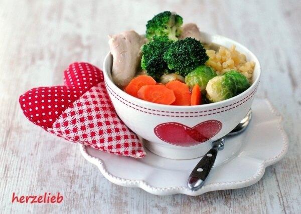 Klassische Hühnersuppe mit Gemüse