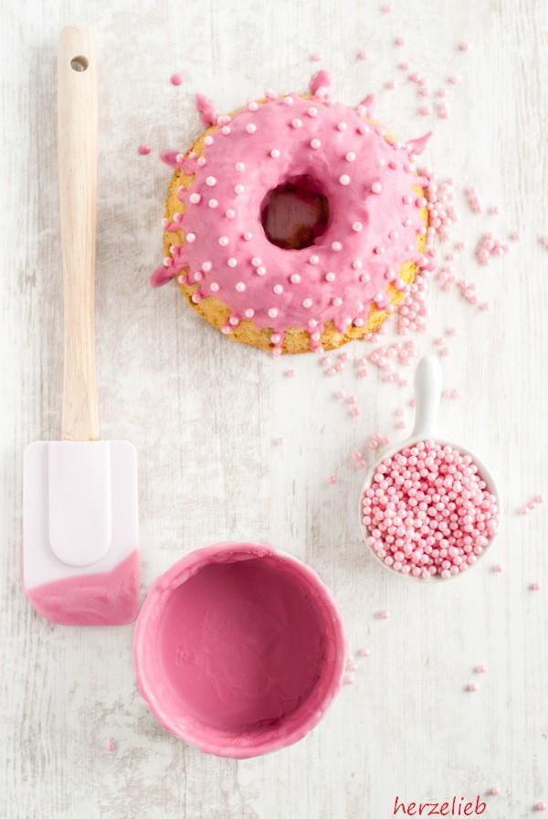 Rhabarberkuchen - Rezept - ganz in Rosa.