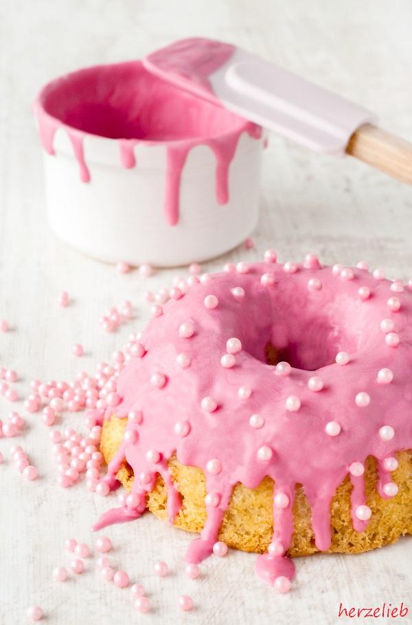 Rhabarberkuchen Rezept - auch sehr lecker als Kuchen im Glas