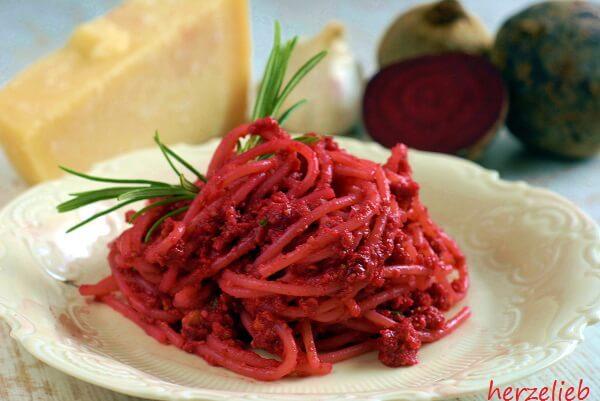 Rote Bete Pesto mit Pistazien - ein Rezept zum Verlieben