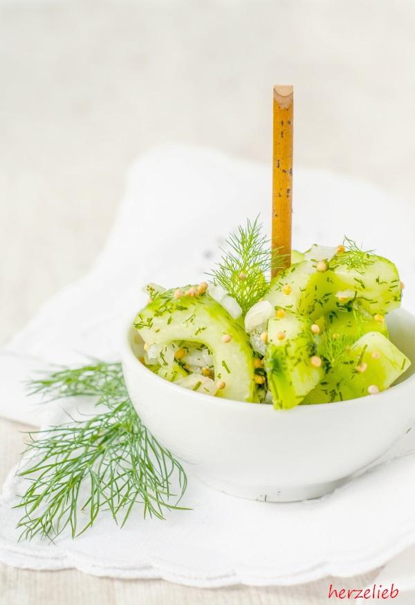 Schüttelgurken Rezept - schneller Gurkensalat ganz einfach und schnell!
