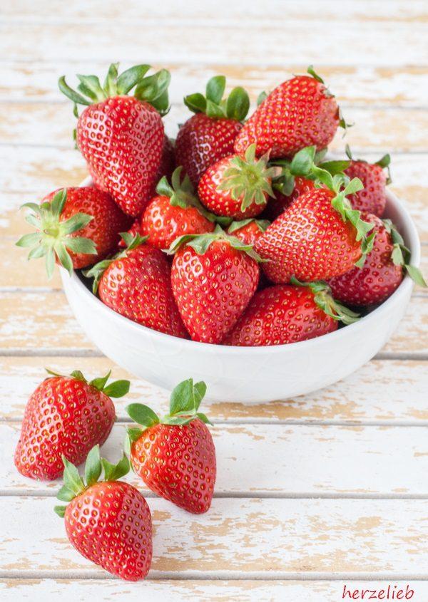 Erdbeeren für das Schaum-Omelette Rezept