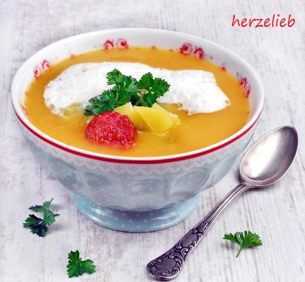 Steckrüben-Cremesuppe mit Merrettichschaum. Genau richtig für die kalte Jahreszeit! herzelieb.de