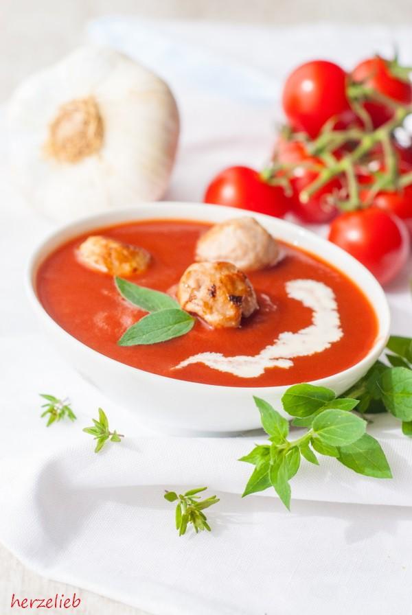 Rezept für Tomatensuppe aus gerösteten Tomaten