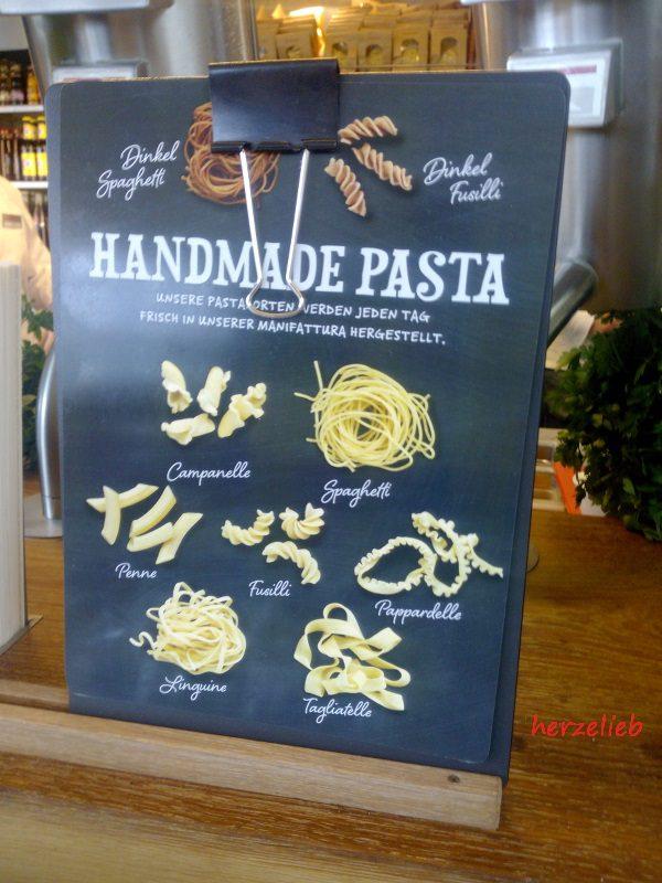 Bis zu 100 kg Nudeln werden täglich im Vapiano Kiel hergestellt.