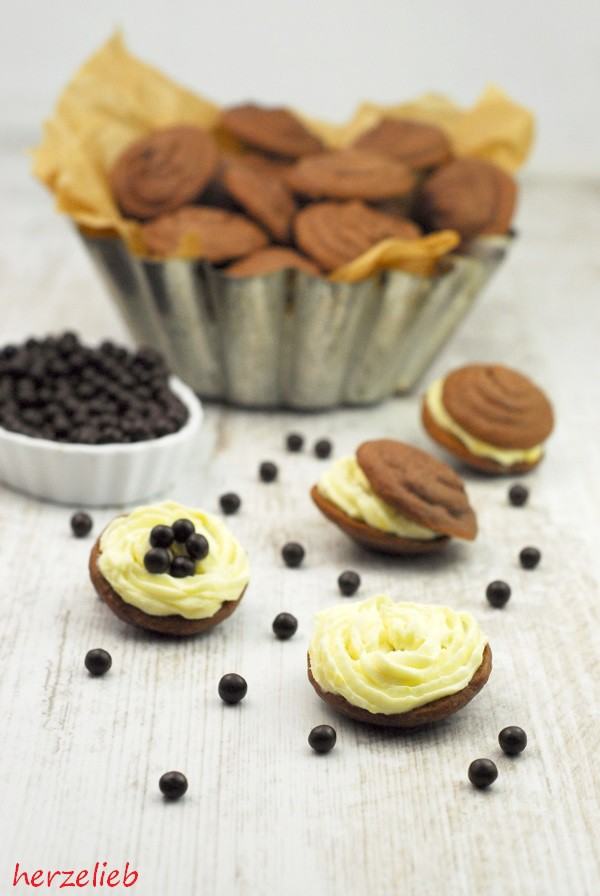 Schokoladen Whoopie Pies mit einer Zitronencreme-Füllung. Rezept und Tipps