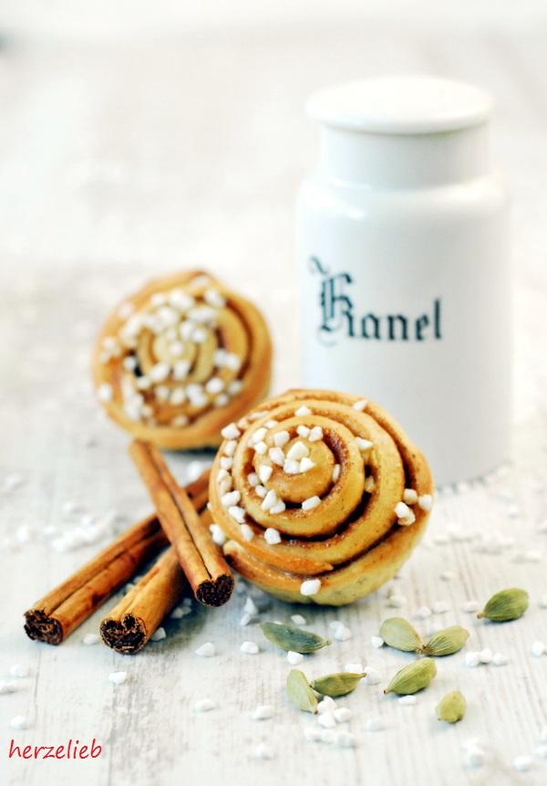 Zimtschnecken oder Kanelbullar, fast jedes Originalrezept aus Schweden enthält Kardamom