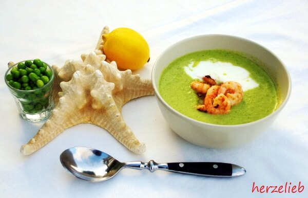 Zitronen-Kokoserbsensuppe mit Garnelen - ein Rezept für den Sommer!