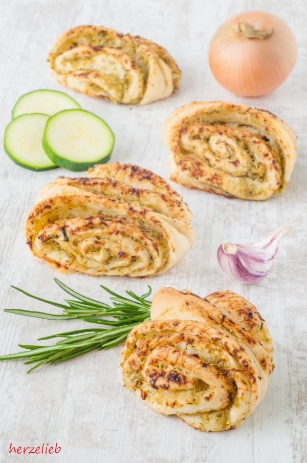 Zucchini Franzbrötchen Rezept – Toller Snack und schnelles Fingerfood zum Grillen!