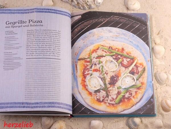 Pizza vom Grill - in dem Buch Mein Grillvergnügen gibt es ein Rezept!
